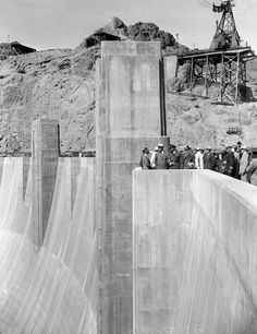 Roosevelt is shown at the dedication of the Boulder Dam on the Nevada-Arizona border, Sept. Hoover Dam Construction, Vintage Architecture, Panama Canal, Building Structure, Interesting History, Brutalist, Old Pictures, Great Photos, Nevada