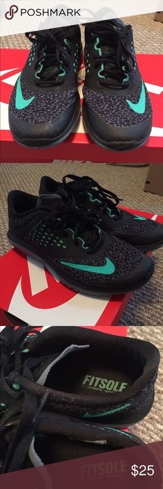 Nike fitsole Nike fitsole in a size 6 only worn a few times no wear on the inside or top of shoes they still look new Nike Shoes Athletic Shoes