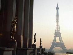Carte virtuelle Tour Eiffel http://www.hotels-live.com/cartes-virtuelles/tour-eiffel.html #CartePostale