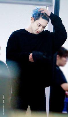 the remnants of his blue hair Exo Ot12, Chanbaek, Kpop Exo, Rapper, Chanyeol Baekhyun, Music Genius, Korea, Kim Junmyeon, Exo Members