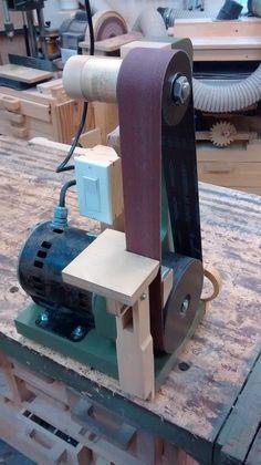 Homemade Belt sander/grinder - Crafting Tips Knife Grinder, Belt Grinder, Woodworking Jigs, Woodworking Projects, Woodworking Quotes, Diy Belt Sander, Diy Belts, Diy Shops, Homemade Tools