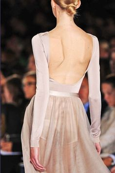 ✕ Chloé: long sleeves and backless… so romantic & inspired by the ballet / #chloe #designer