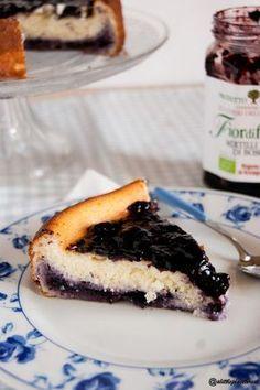 torta di ricotta con marmellata di mirtilli neri