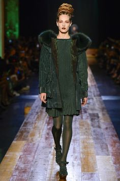 Jean Paul Gaultier Fall 2016 Couture Fashion Show - Othilia Simon (SILENT)