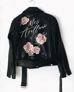 Painted Leather Jacket by / boho wedding style Painted Jeans, Painted Clothes, Painted Leather Jacket, Custom Leather Jackets, Denim Art, Wedding Jacket, Painting Leather, Mode Inspiration, Diy Clothes