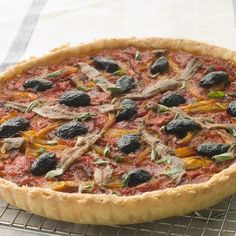 22 Summer-Inspired Recipes for the Perfect Picnic Tomato Tart Recipe, Tomato Sauce, Quiches, Empanadas, Baking Bowl, A Food, Food And Drink, Summer Recipes, Vegetable Pizza