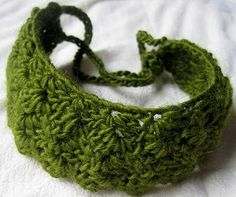 tangled happy: Headband : Need something green for St. How about this pretty headband by Mountain Mama . Find the pattern . Crochet Headband Pattern, Crochet Beanie, Knit Or Crochet, Crochet Crafts, Crochet Projects, Crochet Patterns, Crochet Headbands, Ravelry Crochet, Crochet Things