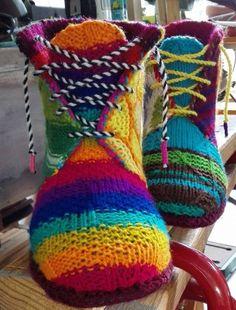 wool boots no pattern Crochet Shoes, Crochet Slippers, Knit Crochet, Crochet Things, Sock Loom, Crochet Humor, Funny Crochet, Loom Knitting Projects, Spring Boots