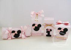 Kit Minnie Rosa Luxo (40 itens) | FÁBRICA DE IDÉIAS - Produtos personalizados | Elo7 Minnie Mouse First Birthday, Mickey Birthday, Mickey Party, Birthday Favors, Baby Birthday, Minnie Mouse Rosa, Minnie Mouse Theme, Minnie Mouse Party Decorations, Mouse Parties