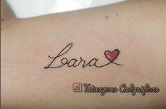 21 Idéias de tatuagens para homenagear os filhos Name Tattoos, Tatoos, Tattoo Nomes, New Years Eve Party, Tattoo Inspiration, Small Tattoos, Tatting, Names, Moana