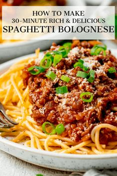 My go-to rich and satisfying weeknight bolognese. Ready in 30 minutes! Simple ingredients, without skimping on taste. Sauce Recipes, Pasta Recipes, Beef Recipes, Dinner Recipes, Cooking Recipes, Healthy Recipes, Dinner Ideas, Weeknight Bolognese, Best Bolognese Sauce