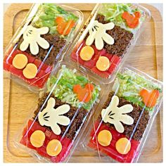 Looks like a fairly easy design. Would probably need to tweak ingredients. Lunch Box Bento, Bento Kids, Comida Disney, Disney Food, Bento Recipes, Baby Food Recipes, Bento Kawaii, Sushi, Rice Box