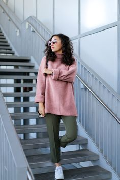 dusky-pink-sweater-and-olive-pants