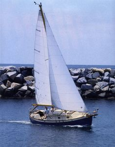 Sail Far Live Free - Sailboats, Sailing News, and Gear: Go Small and Go Now! 5 Pocket Cruisers to Take you Anywhere Sailboat Living, Living On A Boat, Sailboat Art, Small Sailboats, Yatch Boat, Cruiser Boat, Yacht Builders, Foto Transfer, Best Boats