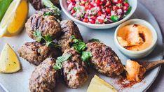 Meze: Grillede «greske» kjøttboller med harissamajones Tandoori Chicken, Tapas, Steak, Mad, Pork, Snacks, Ethnic Recipes, Drink, Alternative