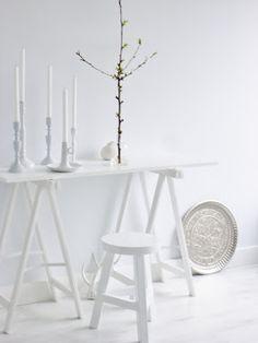 white accessories / @elvs