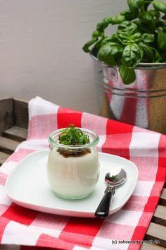 Schöner Tag noch!: Weiße Tomaten-Mousse mit Oliventapenade