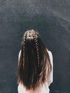 Hair Ideas For The Ladies.Recommendations for excellent looking hair. An individual's hair is usually just what can define you as an individual. To a lot of men and women it is certainly vital to have a very good hair style. Bad Hair, Hair Day, Pretty Hairstyles, Easy Hairstyles, Medium Hairstyles, Cute School Hairstyles, Waitress Hairstyles For Long Hair, Grunge Hairstyles, French Hairstyles