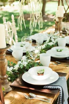 cowgirl-bridal-shower-guest-table-setting-outdoor
