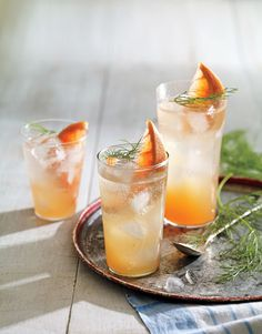 Gin and Fennel Grapefruit Fizz /
