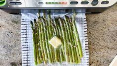 Vacuum sealing butter poached sous vide asparagus with butter | sipbitego.com #sipbitego #easymeals #asparagus #sousvide #sousvidevegetables #vegetables #sousviderecipe #sousvidevegetarian #instantpot #instantpotsousvide #sidedish #sousvideasparagus