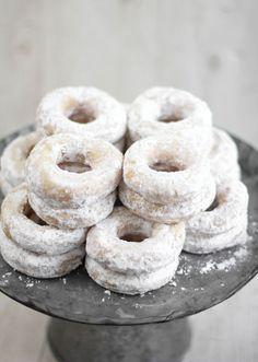 Make the Best Wedding Doughnuts | Etsy Weddings BlogEtsy Weddings Blog