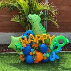 "XOXO CREATIONS on Instagram: ""ROoAaR 🦖 #balloonbouquet #balloons #dinosaurballoon #globos #decoracionesconglobos #baloes"" Dinosaur Birthday Cakes, Dinosaur Birthday Invitations, Dinosaur Party, Dinosaur Dinosaur, First Birthday Balloons, Boy First Birthday, Birthday Party Themes, Balloon Crafts, Balloon Decorations"