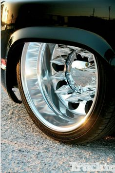 Alcoa Tuck Neatly Into The Fenders Custom Chevy Trucks, Rc Cars And Trucks, Rims For Cars, Cool Trucks, Dually Wheels, Dually Trucks, Pickup Trucks, Dually Rims, Dropped Trucks