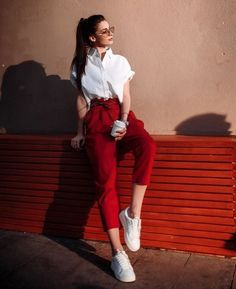 15 'chic' outfits for those who hate heels and love tennis Stil Summer Work Outfits, Office Outfits, Simple Outfits, Classy Outfits, Chic Outfits, Spring Outfits, Outfit Summer, Grunge Outfits, Fashion Fail