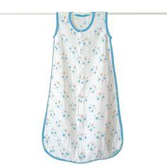 Les gigoteuses aden + anais® sont en mousseline 100% coton. La légéreté de la mousseline et son tissage aéré permettent une régulation de la température de bébé et évitent une chaleur excessive. Les gigoteuses sont douces et aérées et deviennent de plus en plus douces après chaque lavage. Fermeture par un zip de bas en haut avec une languette de protection en mousseline près du visage de bébé pour plus de confort. 18-24 mois