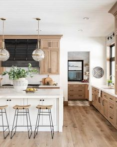 Studio Kitchen, Kitchen Redo, Home Decor Kitchen, Kitchen Interior, Kitchen Ideas, Design Kitchen, Island Kitchen, White Kitchen Designs, White Tile Kitchen