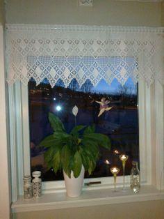 heklet kjøkkenkappe Valance Curtains, Home Decor, Homemade Home Decor, Valence Curtains, Decoration Home, Interior Decorating