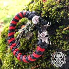 The Snarling Wolf paracord bracelet – Kruger EDC Paracord Tutorial, 550 Paracord, Greenies Dog Treats, Snarling Wolf, Adventure Gear, Edc Gear, Viking Jewelry, Paracord Bracelets, 4th Of July Wreath