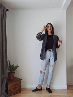 Styling a button-up - Chore coat, androgynous style, feminine silhouettes. See 5 of my go-to ways to style a button-up. Androgynous Fashion Women, Tomboy Fashion, Androgynous Style, Androgynous Clothing, Fashion Outfits, Fashion Ideas, Lesbian Outfits, Swagg, Fashion 2020