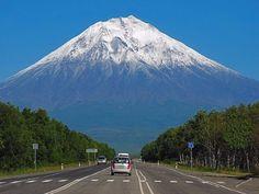 Могучий седовласый Коряк - вулкан Корякский, на Камчатке