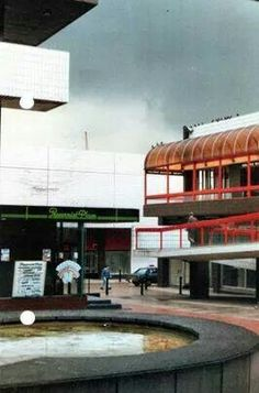 Great pic of old shopping centre