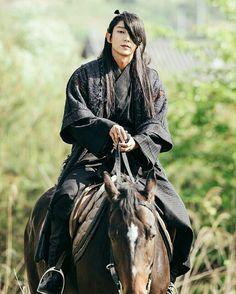 Moon Lovers (and its popularity outside of Korea) Lee Jong Ki, Hong Jong Hyun, Scarlet Heart Ryeo Wallpaper, Moon Lovers Drama, Moorim School, Korean Drama Movies, Korean Dramas, Korean Actors, Korean Guys