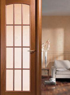 Истинските врати за вашия дом  Съвременните врати са най-разнообразни като видове и модели. Главното им предимство, в сравнение с вратите от миналото е, че всички врати, дори и да са направени от мека по вид дървесина, може да бъдат украсявани, ламинирани, фурнировани, да бъдат покривани със специални защитни (пример огнеупорни и влагонепроницаеми) покрития.