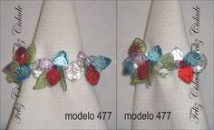 Porta guardanapo confeccionado com peças de acrílico transparente, verde, vermelho e azul