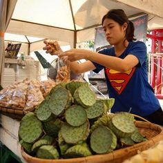 Market in Bangkok, Thailand #thailand #bangkok #market #lotus #food #travel #traveling #travelgram  #instatravel  #tourism  #asia #superman #adventure #Bangkok #nightlife Check more at http://www.voyde.fm/photos/international-party-cities/market-in-bangkok-thailand-thailand-bangkok-market-lotus-food-travel-traveling-travelgram-instatravel-tourism-asia-superman-adventure/