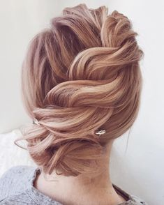 Updo bridal hairstyles ,Unique wedding hair ideas to inspire you #weddinghair #hairideas #hairdo #bridalhair