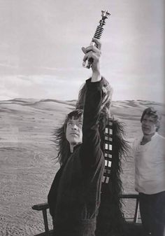 Luke Skywalker catches his lightsaber on skiff bts 01 Mark Hamill Luke Skywalker, Star Wars Luke Skywalker, Star Wars Cast, Star Wars Film, Star Wars Pictures, Star Wars Images, Star Wars Episode 6, Saga, Han And Leia