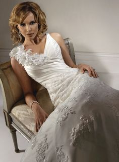 Fashionable V-neck Dropped waist Taffeta wedding dress