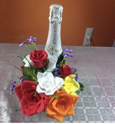 Aprende a elaborar esta idea en nuestro canal de YouTube crearydecorar Glass Vase, Table Decorations, Youtube, Home Decor, Paper Roses, Champagne Corks, Decorating Bottles, Mason Jars, Cold Porcelain