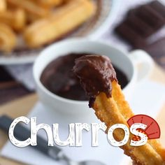 Go straight to Spain during the merienda, this snack time in the afternoon, to enjoy these sweet churros! - Recipe : Churros crunchy and light by. Homemade Desserts, Köstliche Desserts, Delicious Desserts, Yummy Food, Plated Desserts, Tasty, Bakery Recipes, Cooking Recipes, Snack Recipes