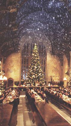 Am 6. und 7. Dezember kann man von 18 bis 24 Uhr an einem Weihnachtsessen in der Großen Halle teilnehmen. Kostet nur 240 £ pro Person