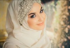 Another hijab wrap and head piece that is soft elegant bridal -- (Muslim women fashion . Bridal Hijab, Muslim Wedding Dresses, Hijab Bride, Muslim Brides, Wedding Hijab, Muslim Dress, Muslim Hijab, Muslim Women Fashion, Islamic Fashion
