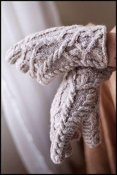 Ravelry: Almeara Gloves pattern by Jared Flood