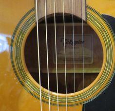 Boa tarde! Procura uma guitarra acústica ou eletroacústica? Venha ao Salão Musical de Lisboa ou consulte o nosso site www.salaomusical.com