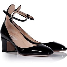 VALENTINO Black Patent Leather Pumps (9.670 ARS) ❤ liked on Polyvore featuring shoes, pumps, heels, valentino, black chunky heel pumps, patent leather pumps, patent pumps, black pumps and chunky heel shoes
